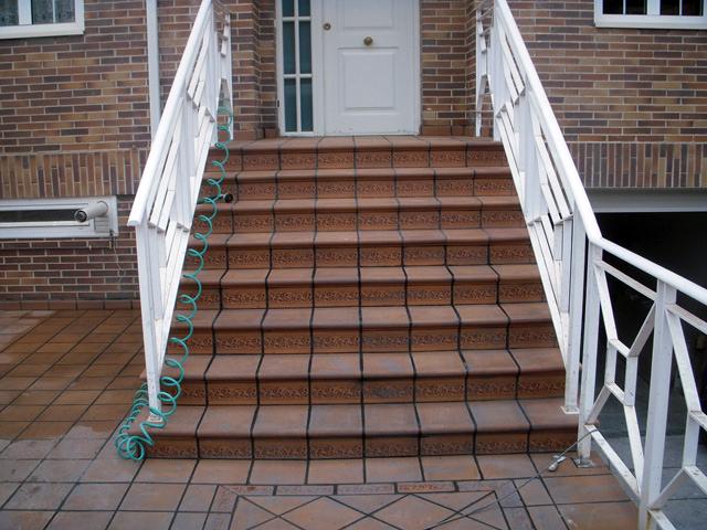 Conserti sl reforma de patio de loseta de barro - Gres para escaleras ...